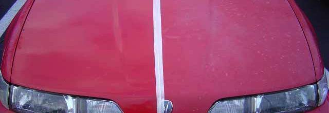 oxideret lak på rød bil