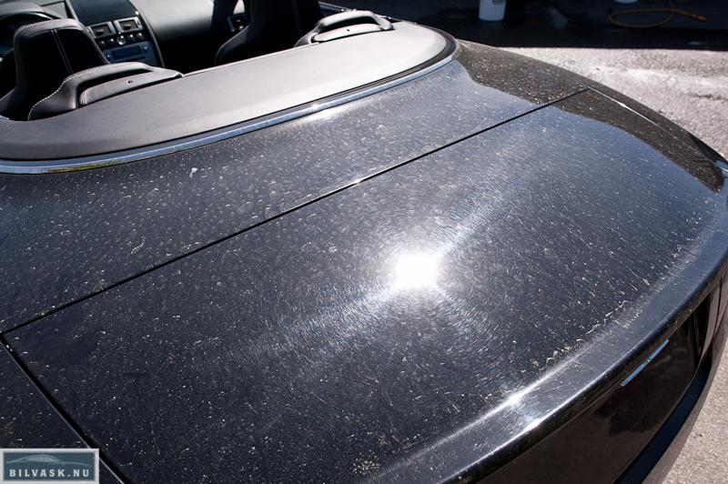 Aston Martin bagklap inden polering