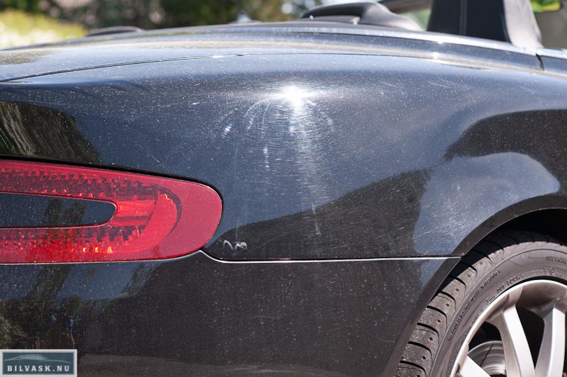Aston Martin bagskærm inden polering