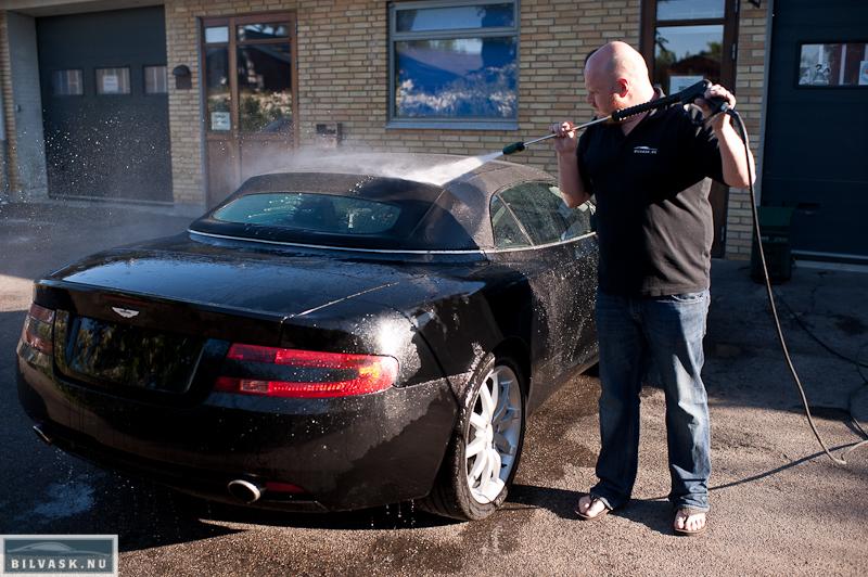 Aston Martin skylles