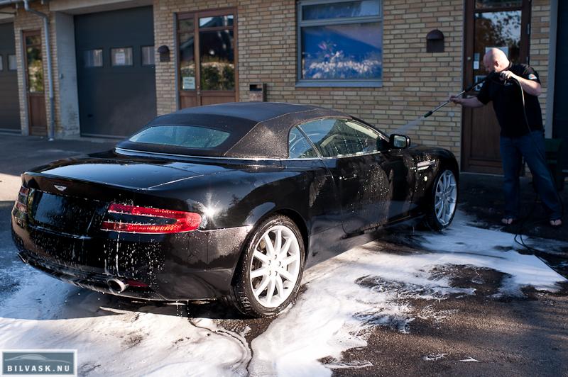 Aston Martin skylles af for prewash