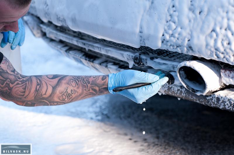 Bilplejepensel til rengøring af gitter på Aston Martin DB9
