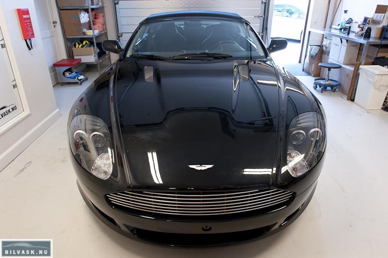 Aston Martin DB9 forfra inden polering