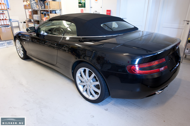Aston Martin inden polering bagfra