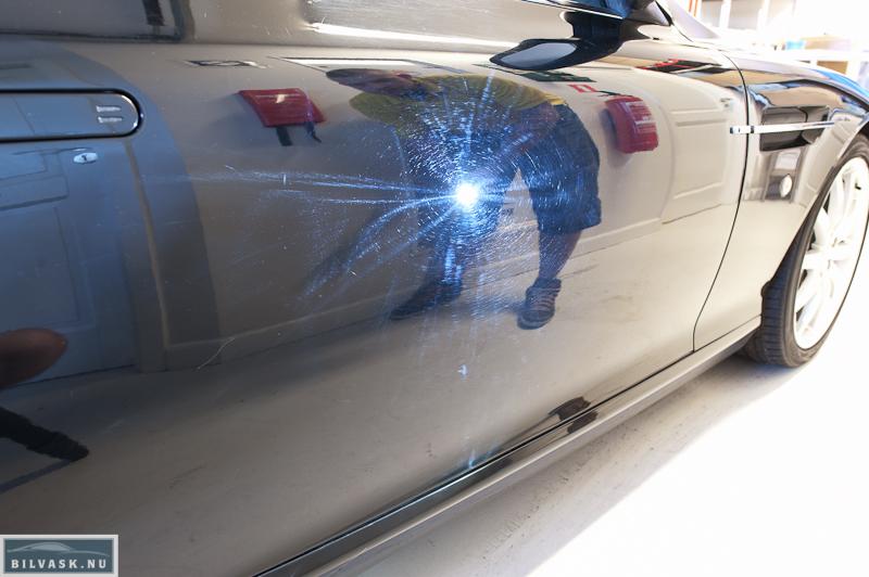 Aston Martin DB9 dør inden polering