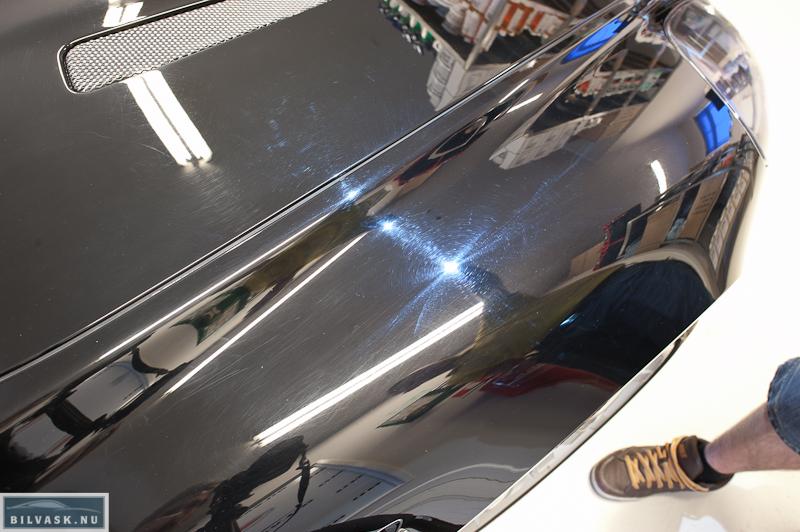 Forskærm inden polering på Aston Martin DB9