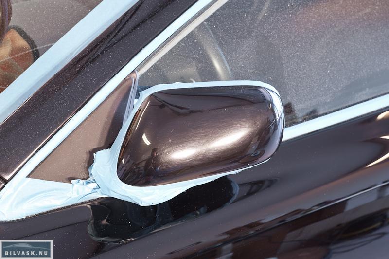 Spejl på Aston Martin inden polering