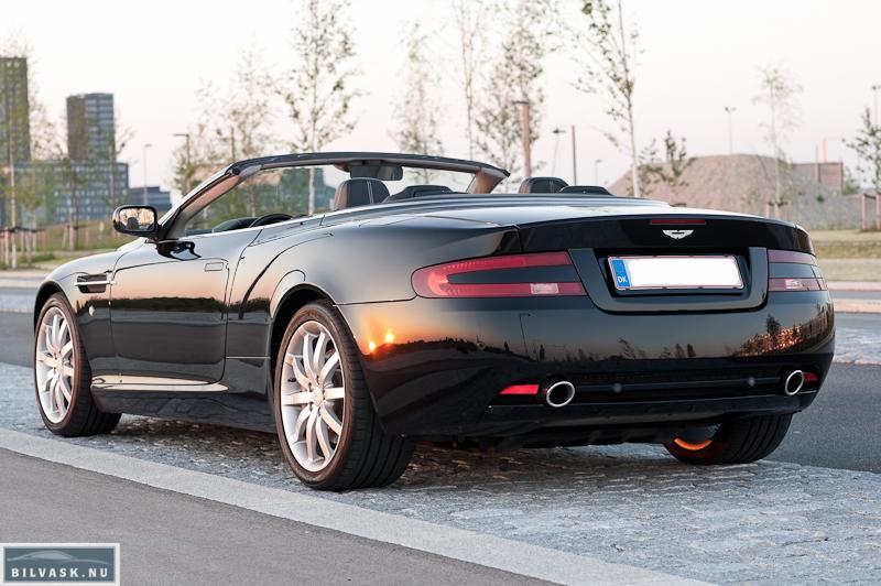 Aston Martin skråt bagfra efter Karma Car Care polering