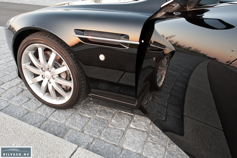 Aston Martin DB9 spejlrefleks i døren